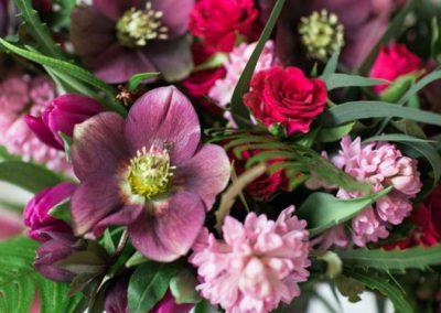 Rožės ir eleborai (puokštė)