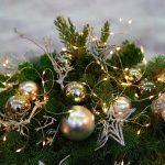 Kalėdiniai vainikai ant stalo